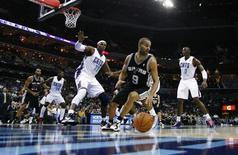 Tony Parker, le meneur de jeu des Spurs et des Bleus, entame l'année 2013 avec de grandes ambitions: une cinquième participation au All Star Game, un quatrième titre de champion NBA et un premier titre de champion d'Europe. /Photo prise le 8 décembre 2012/REUTERS/Chris Keane