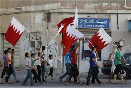 Anti-government demonstrators shouting anti-government slogans hold Bahraini flags as they march on streets of the village of Sanabis, west of Manama, September 5, 2012. REUTERS/Hamad I Mohammed