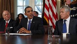 U.S. President Barack Obama (C) meets with co-chairmen of the President's Intelligence Advisory Board former Senator Chuck Hagel (R-NE)(R) and former Senator David Boren (D-OK) and senior leadership of the intelligence community in the Cabinet Room at the White House in Washington October 28, 2009. REUTERS/Jim Young (UNITED STATES POLITICS)