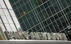 Bank of America Corp dijo que llegó a un acuerdo por 3.600 millones de dólares (unos 2.750 millones de euros) con Fannie Mae para solucionar las demandas relacionadas con la venta y la entrega de préstamos hipotecarios residenciales. En la imagen, la torre de Bank of America en Nueva York, el 24 de octubre de 2012. REUTERS/Eduardo MuÑoz
