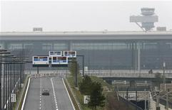 A car drives to the construction site of the future Berlin Brandenburg international airport Willy Brandt (BER) in Schoenefeld, January 7, 2013. REUTERS/Fabrizio Bensch
