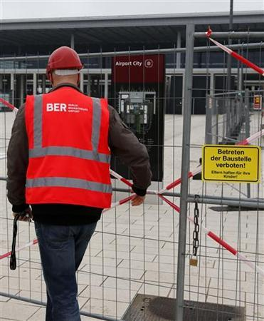 A worker leaves the construction site of the future Berlin Brandenburg international airport Willy Brandt (BER) in Schoenefeld, January 7, 2013. The opening of Berlin's new airport will be delayed again to at least 2014, more than two years later than originally planned after a series of embarrassing setbacks to what was meant to be a flagship project, a source familiar with the plans said. REUTERS/Fabrizio Bensch (GERMANY - Tags: BUSINESS TRANSPORT)