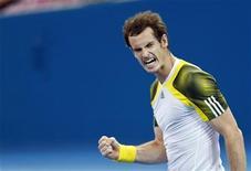 """Imagen de archivo del tenista Británico Andy Murray tras derrotar al búlgaro Grigor Dimitov en su encuentro por la final del Abierto de Brisbane, ene 6 2013. Un emocionado Andy Murray contuvo el domingo las lágrimas al dedicar su victoria a """"un amigo enfermo"""" tras derrotar a Grigor Dimitrov en una emocionante final en el torneo Internacional de tenis de Brisbane. REUTERS/Daniel Munoz"""
