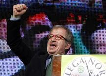 Il segretario della Lega Nord, Roberto Maroni. Bergamo, 10 aprile 2012. REUTERS/Alessandro Garofalo