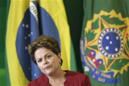 Brazil's President Dilma Rousseff speaks during breakfast with reporters at the Planalto Palace in Brasilia December 27, 2012. REUTERS/Ueslei Marcelino
