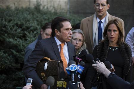 Mark Heller (L), attorney for Lindsay Lohan, speaks to the media after filing paperwork on Lohan's behalf at Manhattan Criminal Court in New York, January 7, 2013. REUTERS/Lucas Jackson