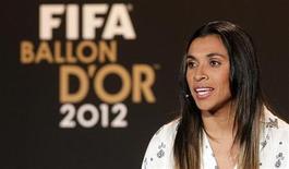 A jogadora Marta concede entrevista coletiva antes da cerimônia dos melhores do ano da Fifa, em Zurique, na Suíça, nesta segunda-feira. 07/01/2013 REUTERS/Arnd Wiegmann