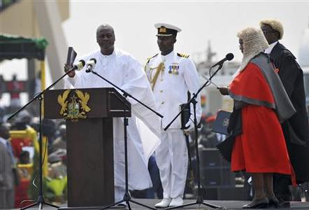 Ghanaian President John Dramani Mahama (L) takes the oath during his inauguration ceremony at the Independence Square in Accra January 7, 2013. REUTERS/Stringer