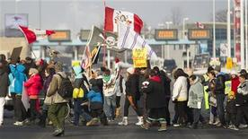 "First Nations protestors from the ""Idle No More"" movement block the border crossing between Canada and the United States in Sarnia, Ontario, January, 5, 2013. REUTERS/Geoff Robins (CANADA)"