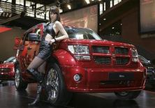 A model poses next to a Dodge Nitro before the opening of the International Motor Show in Brussels January 12, 2007. REUTERS/Thierry Roge