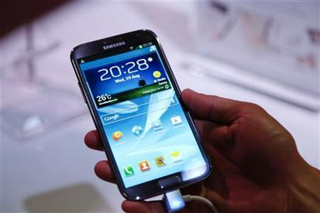 The Samsung Galaxy Note II tablet device is pictured during Samsung Mobile Unpacked 2012 event in Berlin's Tempodrom hall ahead of the start of the IFA consumer electronics fair in Berlin, August 29, 2012. REUTERS/Pawel Kopczynski/Files