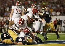 Alabama Crimson Tide running back T.J. Yeldon (4) scores a touchdown against the Notre Dame Fighting Irish in the second quarter of their NCAA BCS National Championship college football game in Miami, Florida, January 7, 2013. REUTERS/Mike Segar