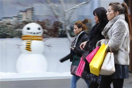Shoppers pass a store's window display on Oxford Street, in the week before Christmas in London December 18, 2012. REUTERS/Luke MacGregor