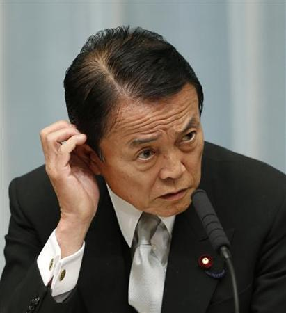 Japan's Finance Minister Taro Aso speaks at a news conference in Tokyo December 27, 2012. REUTERS/Kim Kyung-Hoon (JAPAN - Tags: BUSINESS POLITICS)