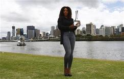 Serena Williams of the U.S. poses with her Brisbane International tennis tournament trophy in Brisbane January 6, 2013. REUTERS/Daniel Munoz