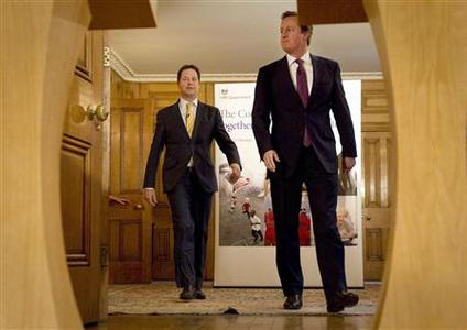 Britain's Prime Minister, David Cameron (R), and Deputy Prime Minister, Nick Clegg, arrive for a news conference in 10 Downing Street in central London January 7, 2013. REUTERS/Peter Nicholls/Pool
