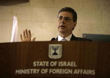 Vice-ministro das Relações Exteriores de Israel, Danny Ayalon, fala durante coletiva com repórteres, em Jerusalém, em outubro de 2009. Diplomata israelense elogiou a nomeação de Chuck Hagel como novo secretário de Defesa dos EUA. 01/10/2009 REUTERS/Ammar Awad
