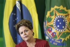 Presidente Dilma Rousseff fala durante café da manhã com jornalistas no Palácio do Planalto, em Brasília, em dezembro de 2012. Dilma Rousseff retornará nesta terça-feira a Brasília, após 12 dias de férias em uma base naval na Bahia. 27/12/2012 REUTERS/Ueslei Marcelino