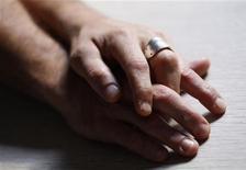 """Les députés UMP proposent d'accorder aux homosexuels le droit de contracter une """"alliance civile"""", une alternative au mariage prôné dans le projet de loi du gouvernement socialiste. /Photo prise le 1er octobre 2012/REUTERS/Régis Duvignau"""