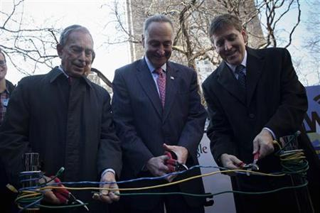 (L-R) New York City Mayor Michael Bloomberg, U.S. Senator Charles Schumer and Google Chief Information Officer Ben Fried cut computer cables at an announcement of neighborhood WiFi in New York January 8, 2013. REUTERS/Andrew Kelly