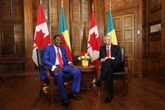 Canada's Prime Minister Stephen Harper (R) meets with Chairman of the African Union and Benin's President Thomas Yayi Boni in Harper's office on Parliament Hill in Ottawa January 8, 2013. REUTERS/Chris Wattie