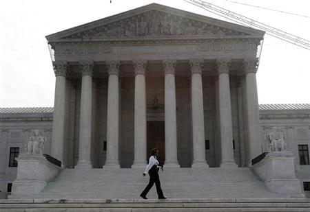 A police officer patrols the front of the U.S. Supreme Court prior to the swearing in of judge Sonia Sotomayor to the Court in Washington, August 8, 2009. REUTERS/Jim Young