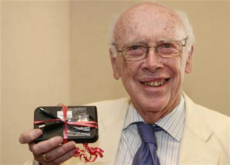 Dr. James Watson, co-discoverer of the DNA helix and father of the Human Genome Project, became the first human to receive the data encompassing his personal genome sequence at Baylor College of Medicine in Houston in this May 31, 2007 file photo. REUTERS/Richard Carson/Files