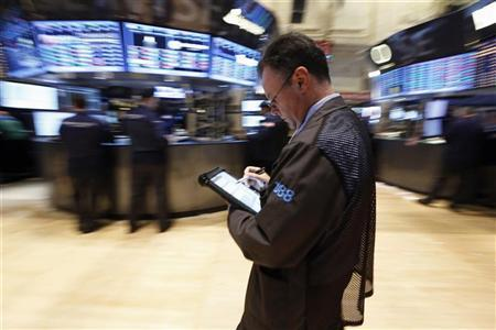 Traders work on the floor of the New York Stock Exchange, January 8, 2013. REUTERS/Brendan McDermid