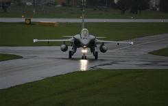 Dassault Aviation, qui va répondre à la demande d'information du Canada sur le Rafale, à suivre mercredi à la Bourse de Paris. /Photo d'archives/REUTERS/Michael Buholzer