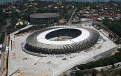 Las prostitutas de la ciudad brasileña de Belo Horizonte se están inscribiendo en masa para cursos gratuitos de idiomas para así estar preparadas para el aluvión de visitantes extranjeros que llegarán al país tropical durante el Mundial de fútbol que se celebrará en 2014. En la imagen, de 7 de diciembre, una vista general del estadio Mineirao en Belo Horizonte, una de las sedes del Mundial de 2014. REUTERS/Washington Alves