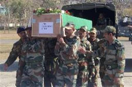 Indian Army soldiers carry a coffin containing the body of a colleague at a garrison in Rajouri district, about 170 km (105 miles) northwest of Jammu, January 9, 2013. REUTERS/Stringer