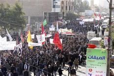 Em paralelo às manifestações sunitas, partidários do primeiro-ministro do Iraque Nuri al-Maliki saíram às ruas de Karbala para apoiar o político. 08/01/2013. REUTERS/Mushtaq Muhammed