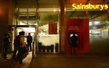 A security guard locks the door to a Sainsbury store in central London, December 23, 2012. REUTERS/Paul Hackett