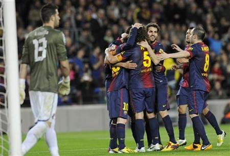 Barcelona's players celebrate a goal against Espanyol's goalkeeper Kiko Casilla (L) during their Spanish First division soccer league match at Camp Nou stadium in Barcelona January 6, 2013. REUTERS/Sergio Carmona