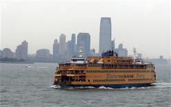 Un traghetto New York-Staten Island. REUTERS/Charles Platiau