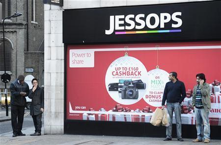 Men stand outside a Jessops shop in central London January 9, 2013. REUTERS/Paul Hackett