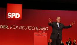 Designated top candidate of the German Social Democratic Party (SPD) for the 2013 German general elections, Peer Steinbrueck acknowledges the applause of the audience after his speech during the extraordinary party meeting of the SPD in Hanover, December 9, 2012. REUTERS/Kai Pfaffenbach (GERMANY - Tags: POLITICS)