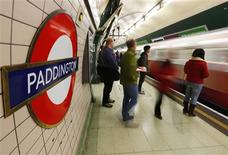 Passengers wait to board a train at Paddington Underground Station, in London January 9, 2013. REUTERS/Andrew Winning