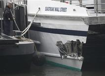 Equipes de resgate da cidade de Nova York investigam um acidente com um ferry em Nova York, EUA. 9/01/2013 REUTERS/brendan McDermid