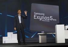 Stephen Woo, president of Device Solutions Business for Samsung Electronics, talks about the new Samsung Exynos 5 Octa processor during a keynote address at the Consumer Electronics Show (CES) in Las Vegas January 9, 2013. The processor is faster and uses less power than Samsung's previous models, Woo said. REUTERS/Steve Marcus (UNITED STATES - Tags: BUSINESS)