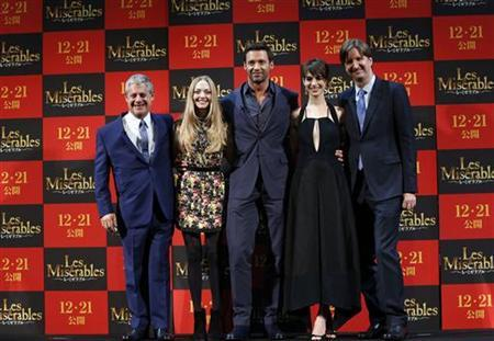 Producer Cameron Mackintosh, cast members Amanda Michelle Seyfried, Hugh Jackman and Anne Hathaway, and director Tom Hooper (L-R) pose at a promotional event for the movie ''Les Miserables'' in Tokyo November 28, 2012.REUTERS/Kim Kyung-Hoon