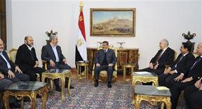 Egyptian President Mohamed Mursi (C) talks with Hamas chief Khaled Meshaal (3rd L) during their meeting in Cairo in this picture provided by the Egyptian Presidency January 9, 2013. REUTERS/Egyptian Presidency/Handout