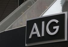 Foto de archivo del logo de AIG en la casa matriz de la firma en Nueva York, ene 9 2013. La aseguradora American International Group Inc dijo el miércoles que no se sumará a una demanda contra el Gobierno de Estados Unidos que cuestiona los términos del rescate que recibió la compañía en el 2008. REUTERS/Brendan McDermid