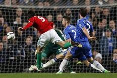 Chelsea a subi la loi de Swansea mercredi soir en demi-finale aller de la Coupe de la Ligue, s'inclinant à domicile 2-0. L'attaquant espagnol Michu (à gauche), révélation du début de saison en Angleterre, a ouvert le score en fin de première mi-temps. /Photo prise le 9 janvier 2013/REUTERS/Stefan Wermuth