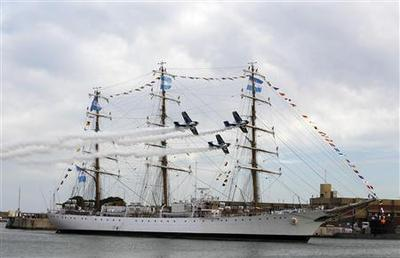 Seized Argentine naval ship gets jubilant homecoming