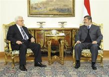 Palestinian President Mahmoud Abbas (L) talks with Egyptian President Mohammed Mursi (R) during their meeting in Cairo in this picture provided by the Egyptian Presidency January 9, 2013. REUTERS/Egyptian Presidency/Handout