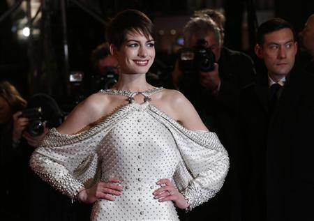 Actor Anne Hathaway poses for photographers as she arrives for the world premiere of ''Les Miserables'' in London December 5, 2012. REUTERS/Suzanne Plunkett