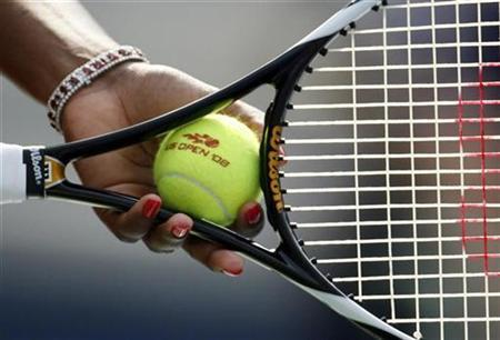 Serena Williams of the U.S. holds the ball and racket at a match in New York, August 30, 2008. REUTERS/Jeff Haynes/Files