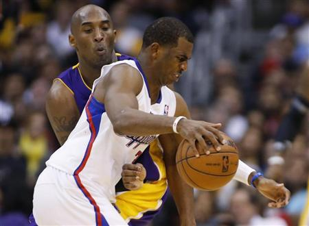 Los Angeles Clippers' Chris Paul (R) dribbles the ball as Los Angeles Lakers' Kobe Bryant (L) defends him during the second half of their NBA basketball game in Los Angeles January 4, 2013. REUTERS/Danny Moloshok