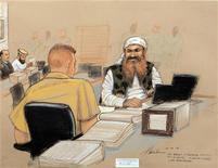 El fiscal general para el tribunal de crímenes de guerra de Guantánamo recomendó el miércoles que el Pentágono retire el cargo de conspiración contra cinco prisioneros acusados de tramar los atentados del 11 de septiembre de 2001 en Estados Unidos. En la imagen, Jalid Sheij Mohamed (D), el supuesto cerebro de los ataques del 11-S, habla con su abogado defensor en el tercer día de las vistas preliminares en el proceso de crímenes de guerra del 11-S en este dibujo de la sala permitido por el Pentágono en la Base Naval de EEUU en la Bahía de Guantánamo, en Cuba, el 12 de octubre de 2012. REUTERS/Janet Hamlin